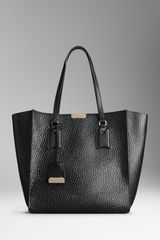 Burberry Medium Heritage Grain Leather Tote Bag - Lyst