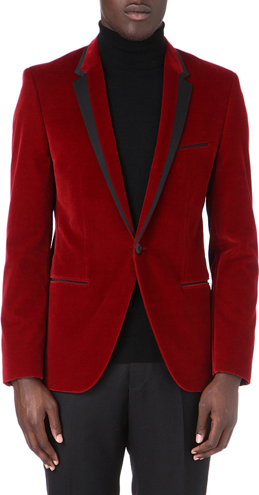 Some of the most attractive and opted color options in velvet blazers for men include the dark red velvet blazer, blue velvet blazer mens, burgundy velvet blazer mens, royal blue velvet blazer, men's navy velvet blazer, and navy blue velvet blazer mens.