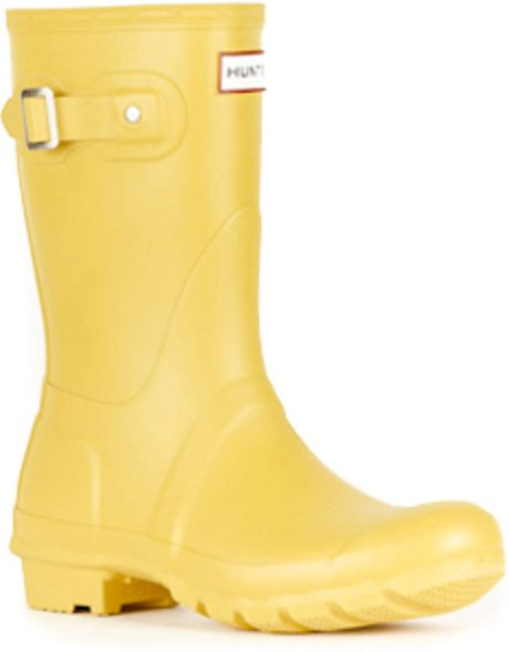 hunter original short rain boots in yellow for men lyst