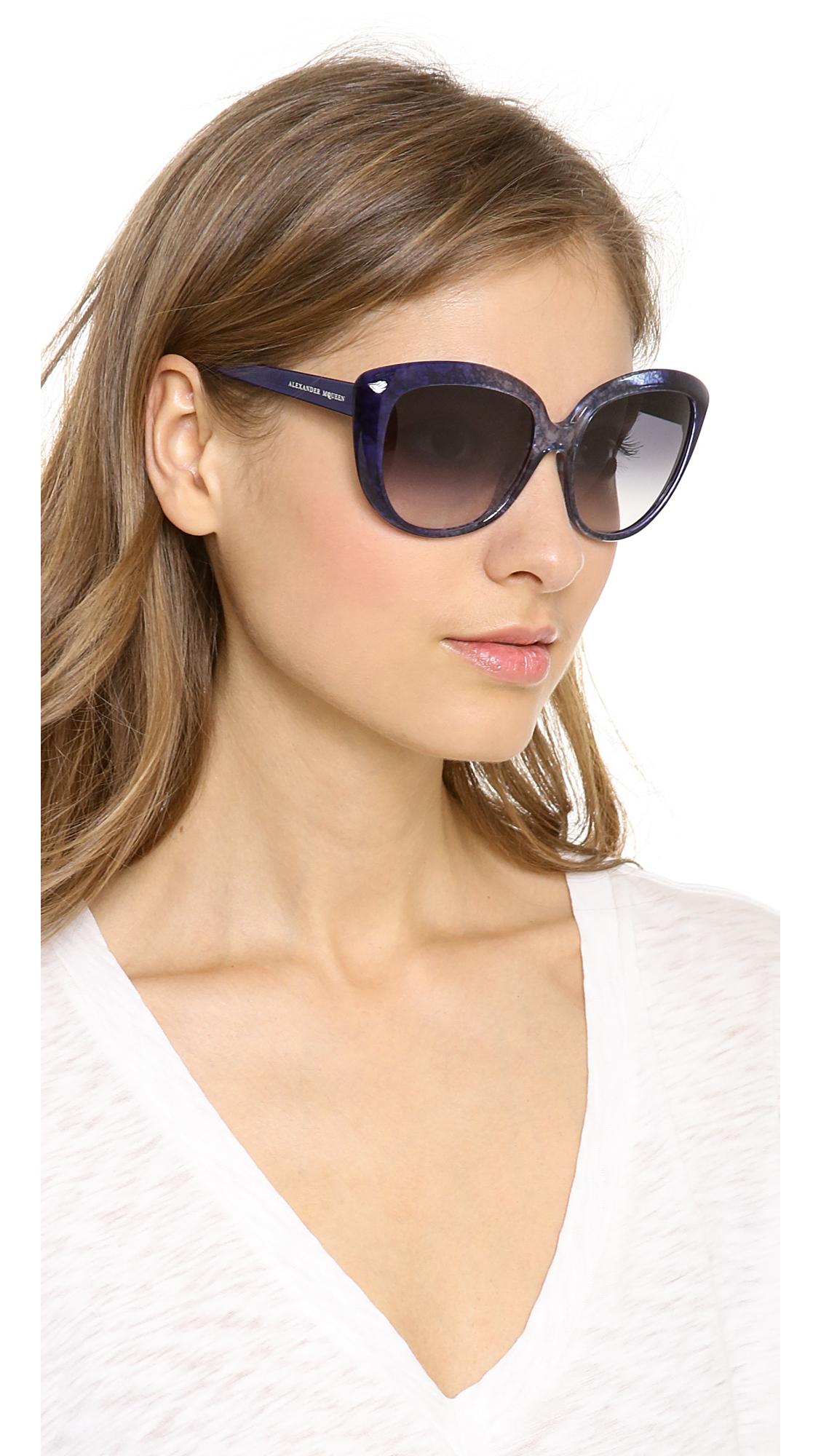 Alexander Mcqueen Cat Eye Sunglasses In Blue