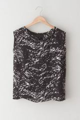 Nili Lotan Sleeveless Abstract Print Tee - Lyst