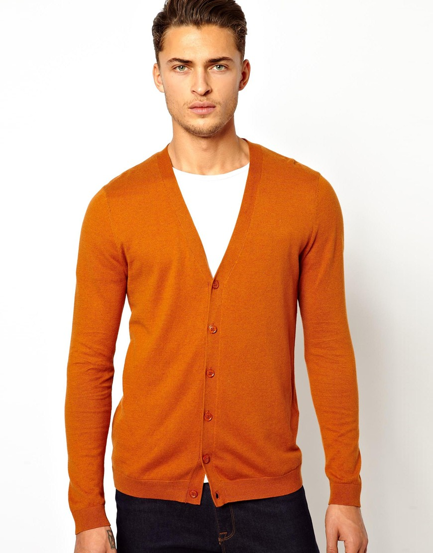Men's Cardigans and Sweater Vests for Buttoned-Up Warmth For a lightweight option during the fall, try a fine-gauge cardigan that acts as a great second layer for cooler days and nights. For chillier environs, wrap up some warmth in a cable-knit version that adds style and texture to any look.