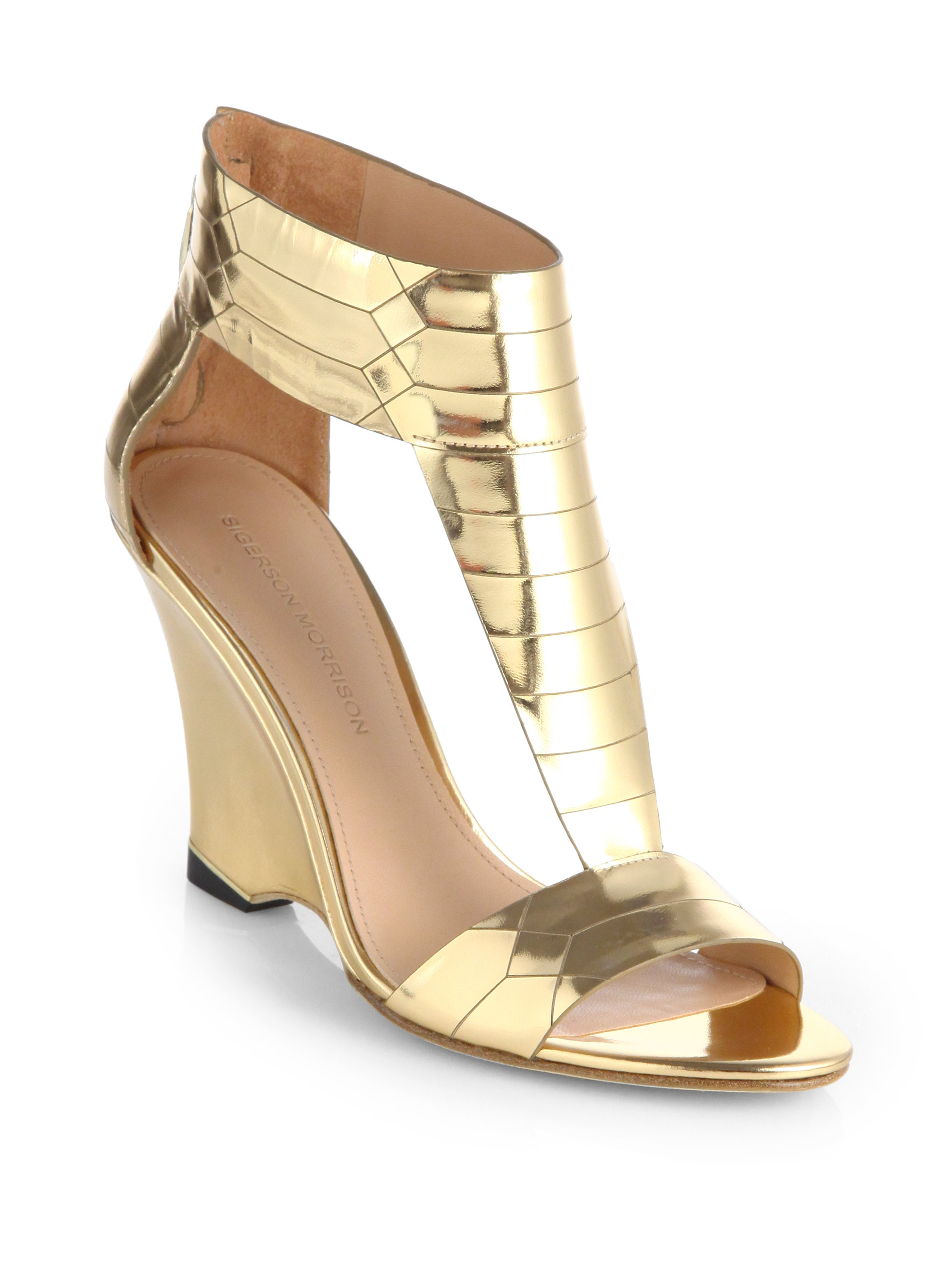 Prom shoes and metallic gold sandals from fabulous designer shoe collections. Whatever style you need, we have women's formal dress shoes in gold from sexy high heels, jeweled short heels, open peep toes, or closed pumps.