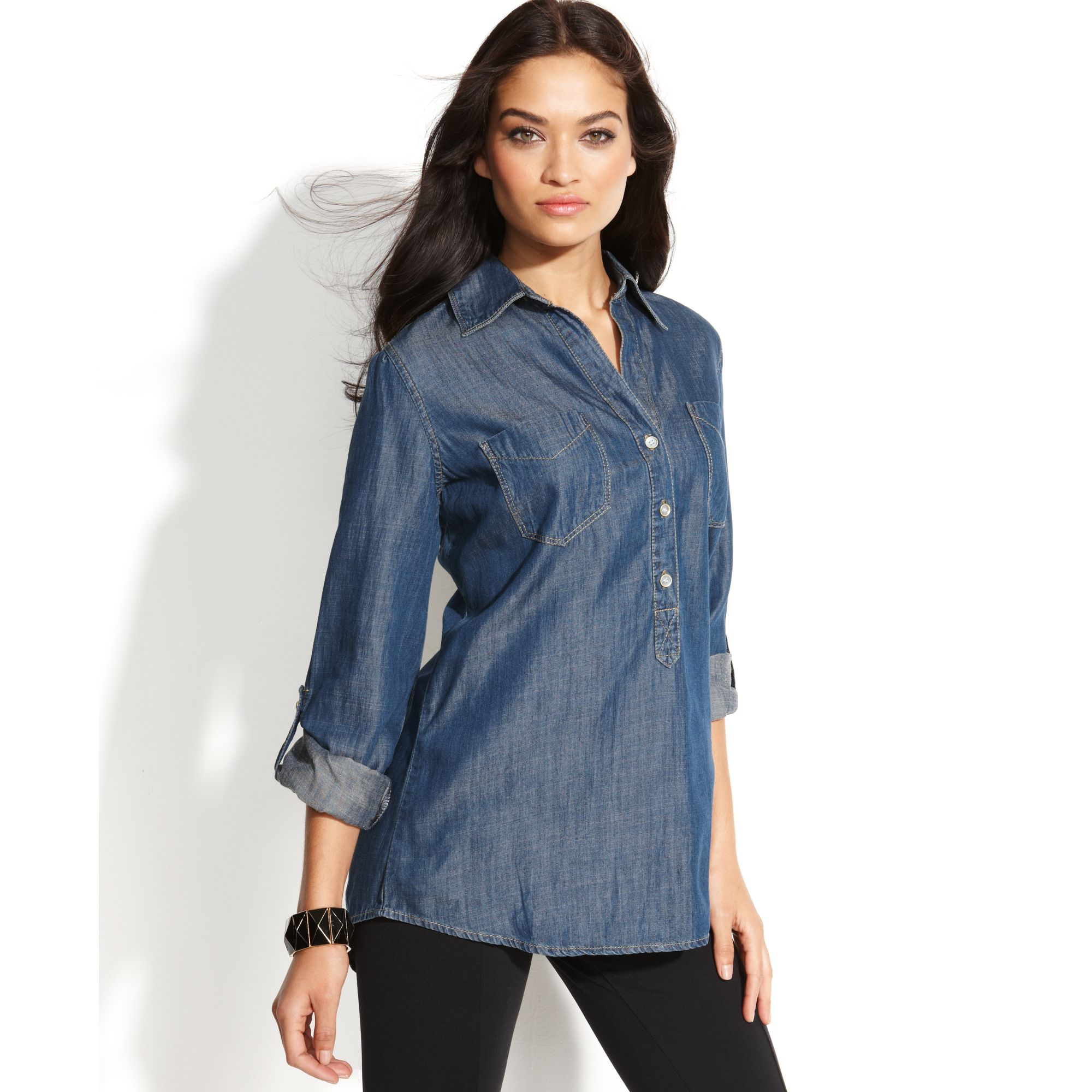 Crafted in sleek chambray fabric, this popover is the perfect piece for any charming collection. It's designed as a tunic style, making it instantly flow perfectly .