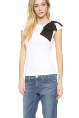 Alice + Olivia Alice Olivia Grody Side Bow Top - Lyst