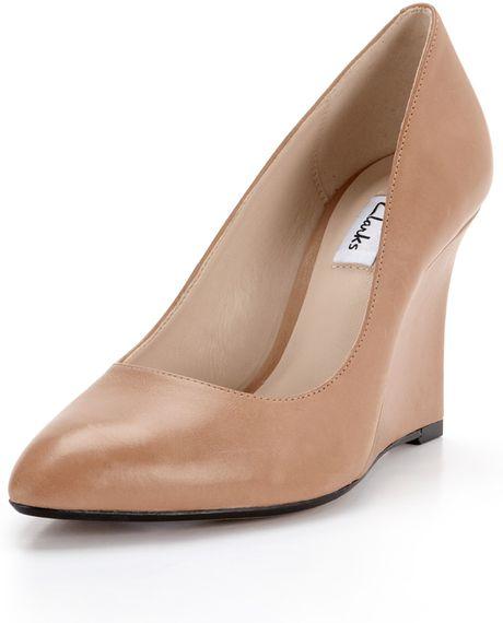 clarks clarks azizi iris wedge pointed toe shoes in beige