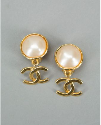 Chanel Preowned Gold and Pearl Cc Drop Vintage Clipon Earrings - Lyst