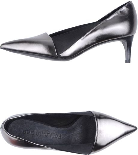 Chloé Pumps in Silver (Lead) - Lyst