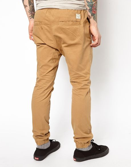 Fantastic The JOGGERS Of J CREW Are Manufacture From The Material Of Cotton In Fact, The Jogger Pants Are Suitable On The Body Of Men The Zip Is Like A Fly 2 UNIQLO SWEATPANTS The Sweatpants Of UNIQLO Are Perfect For Men As Well