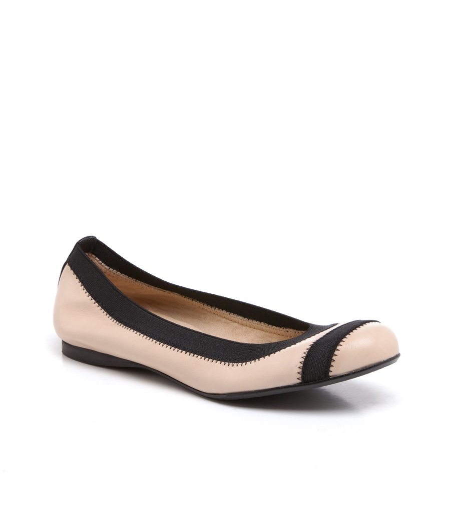 Stuart Weitzman The Giveable Flat in Beige (pan nappa)