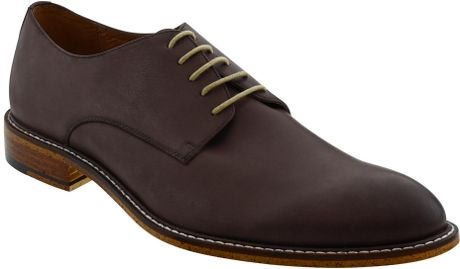 Step forward in the stylish footwear designs of mens shoes from Banana Republic. Our shoes for men feature handsome dress and causal designs for all occasions.