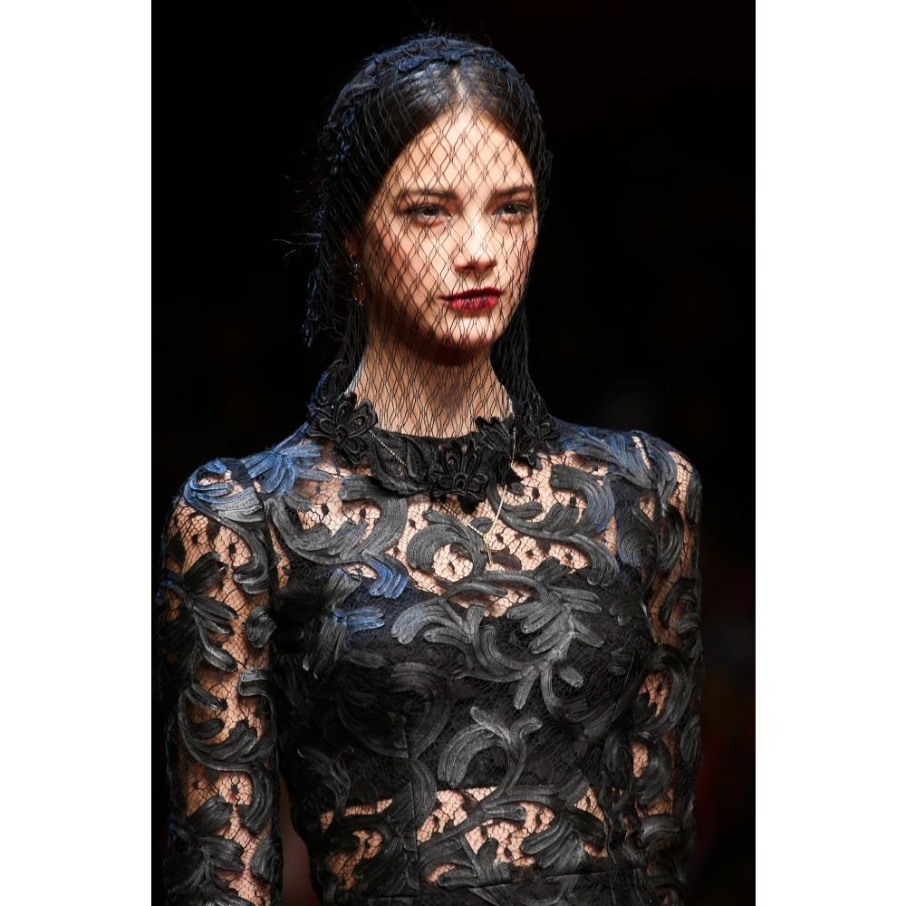 1125710a405 Dolce   Gabbana Lace Veil in Black - Lyst