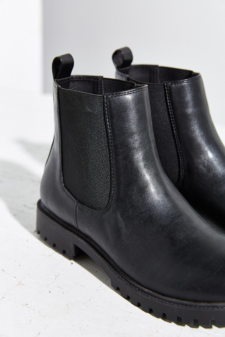 Lyst Urban Outfitters Simple Chelsea Boot In Black