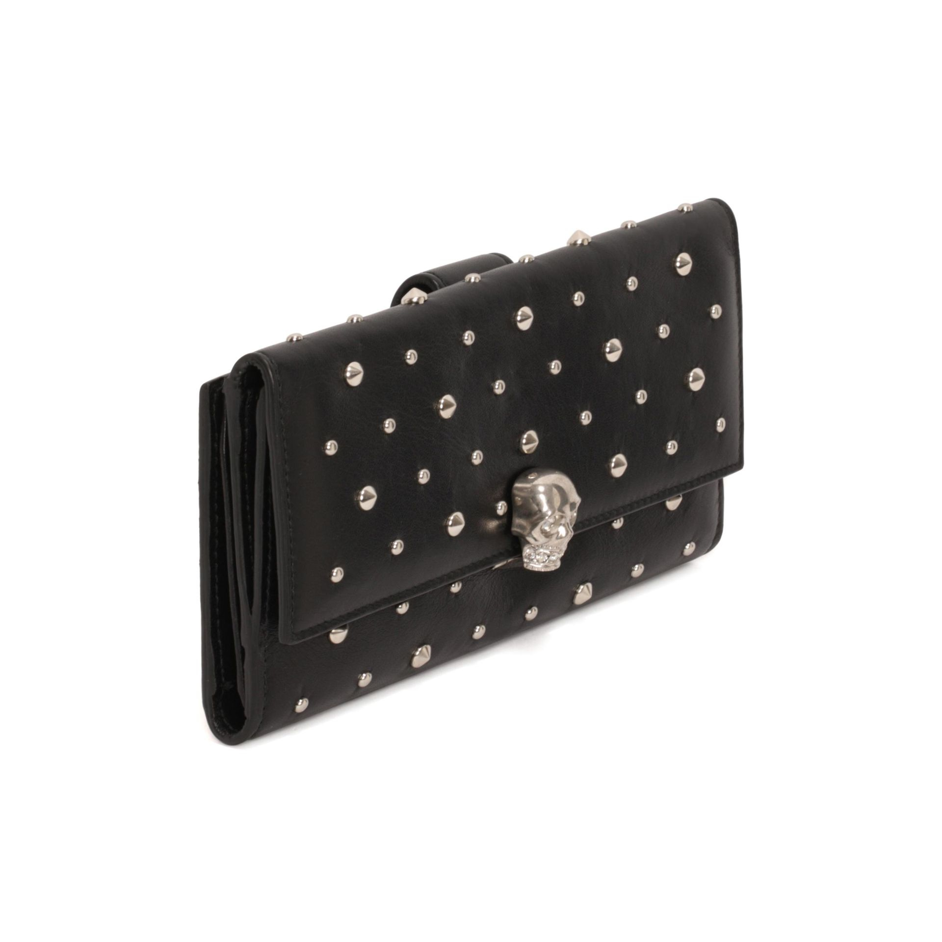 Alexander McQueen Studded leather wallet BT9EfCE9a
