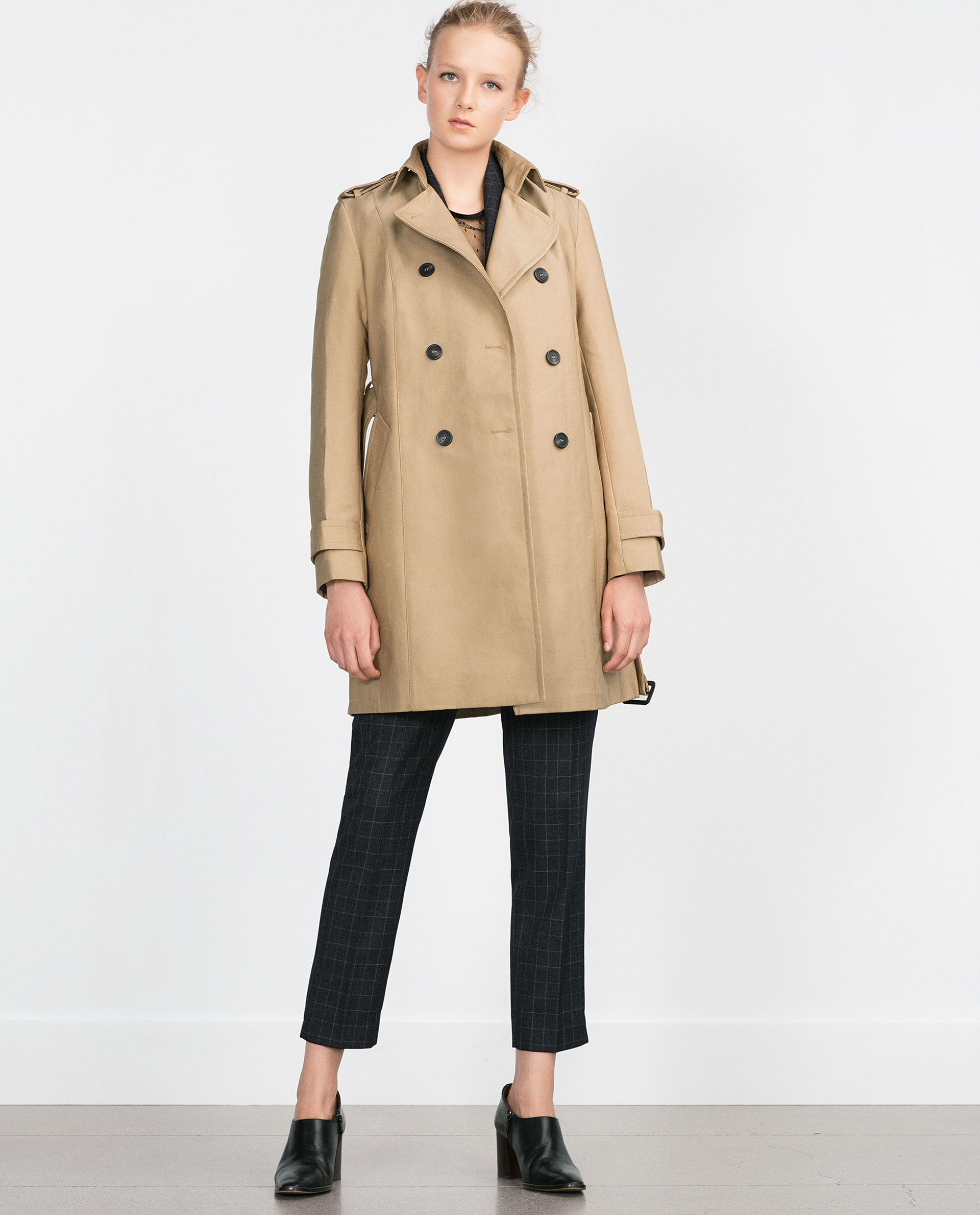 This season's outerwear for women to stay in style at ZARA online. Receive your order with FREE SHIPPING.
