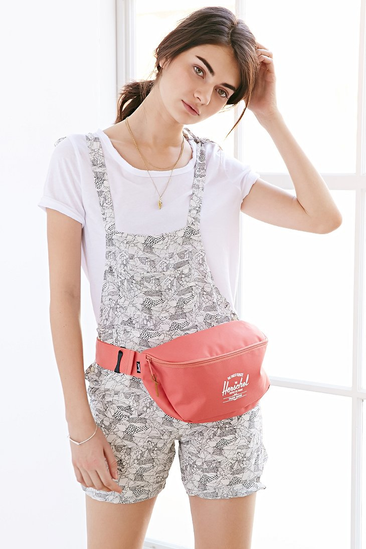 99309847bfa1 Lyst - Herschel Supply Co. Sixteen Belt Bag in Pink