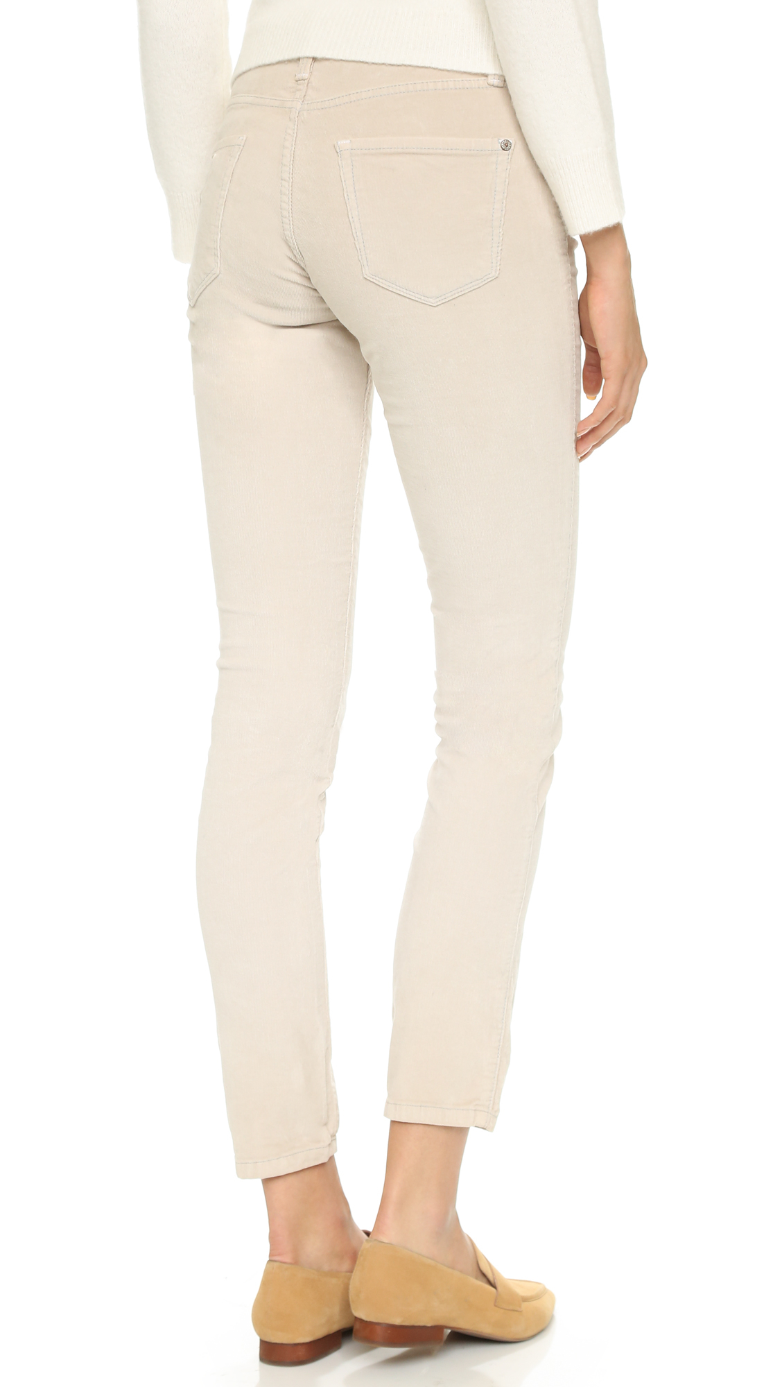 Redefine casual work days with corduroy pants for women. Corduroy pants and button-down shirts are crisp yet relaxed, while dress shirts and corduroy pants are ready for daily office meetings. Set the scene for comfortable business travels with corduroy pants and flats or sandals.