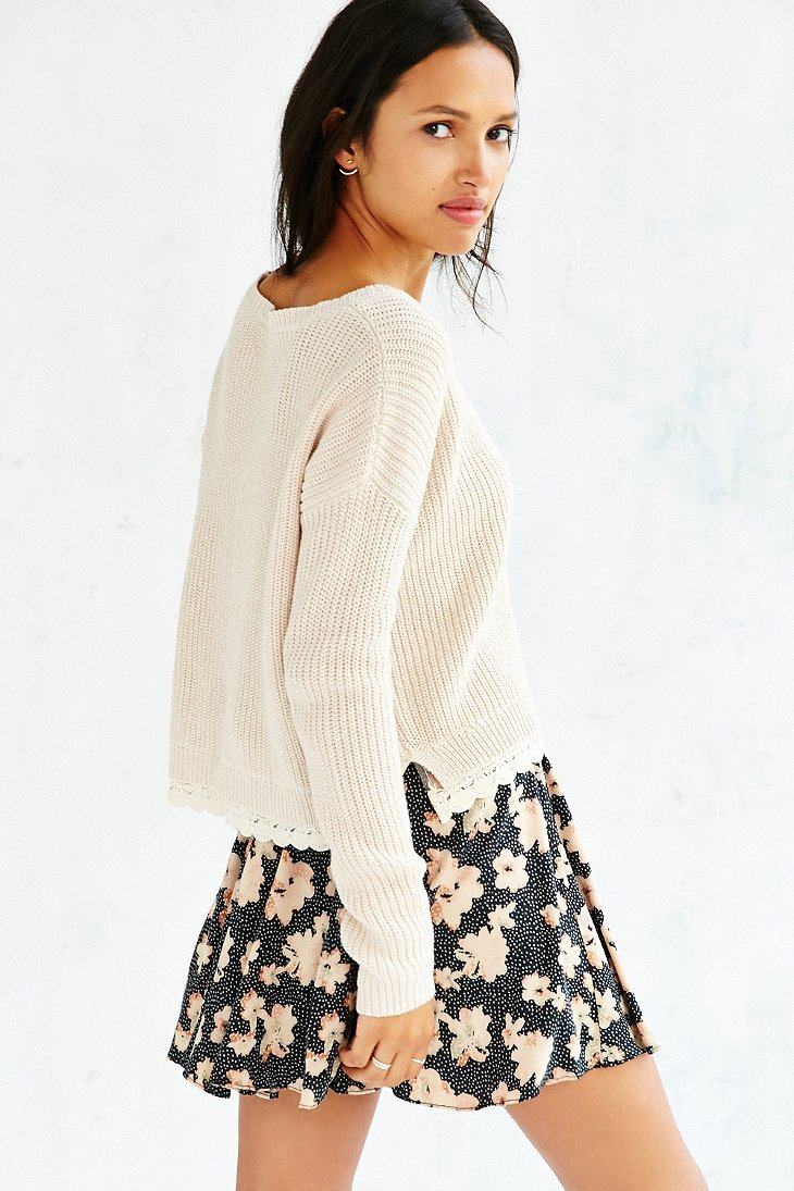 e520916bb1 Lyst - Kimchi Blue Lace Trim Cropped Sweater in Natural