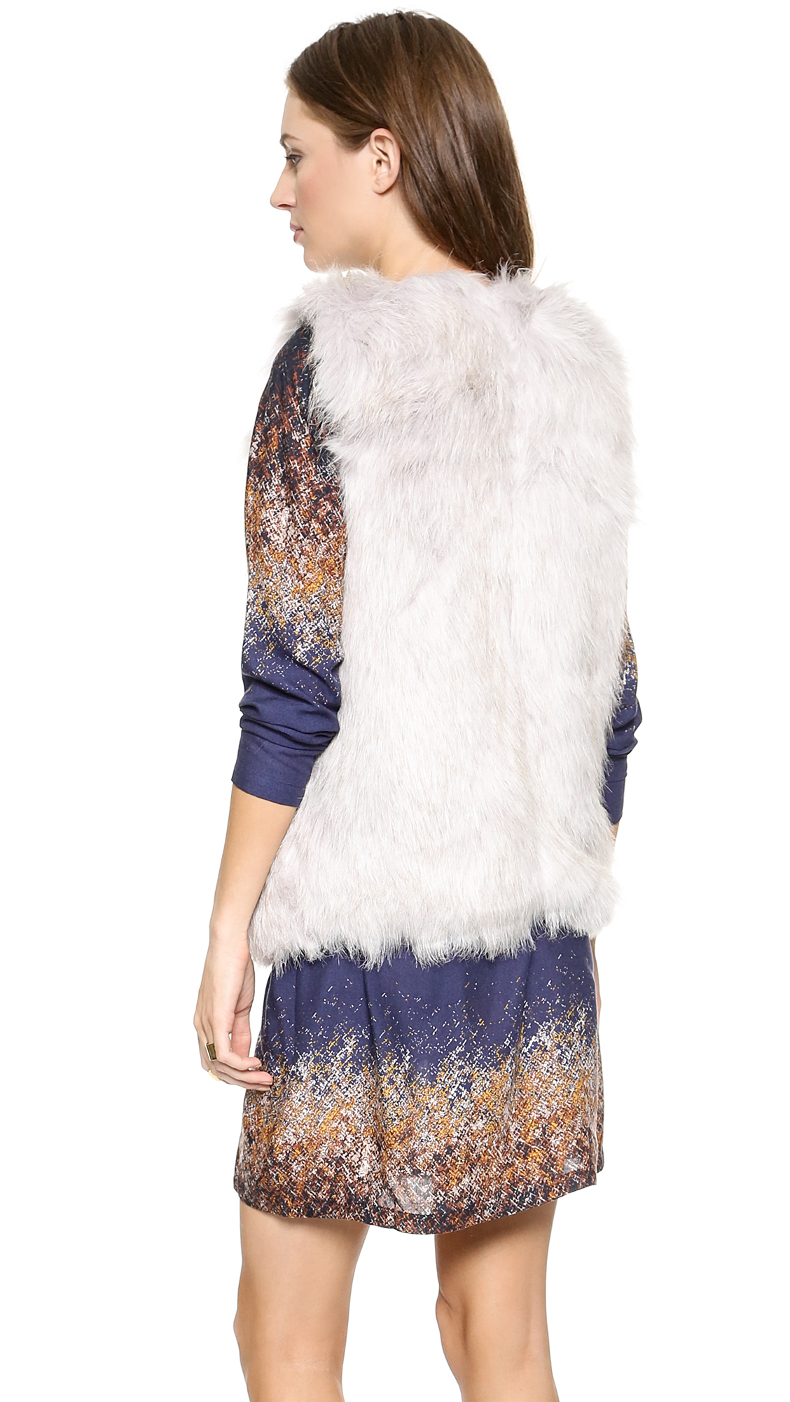 Free shipping and guaranteed authenticity on Gap Cream Faux Fur Vest Size 8 (M)Gap faux fur vest with pockets. Size medium.