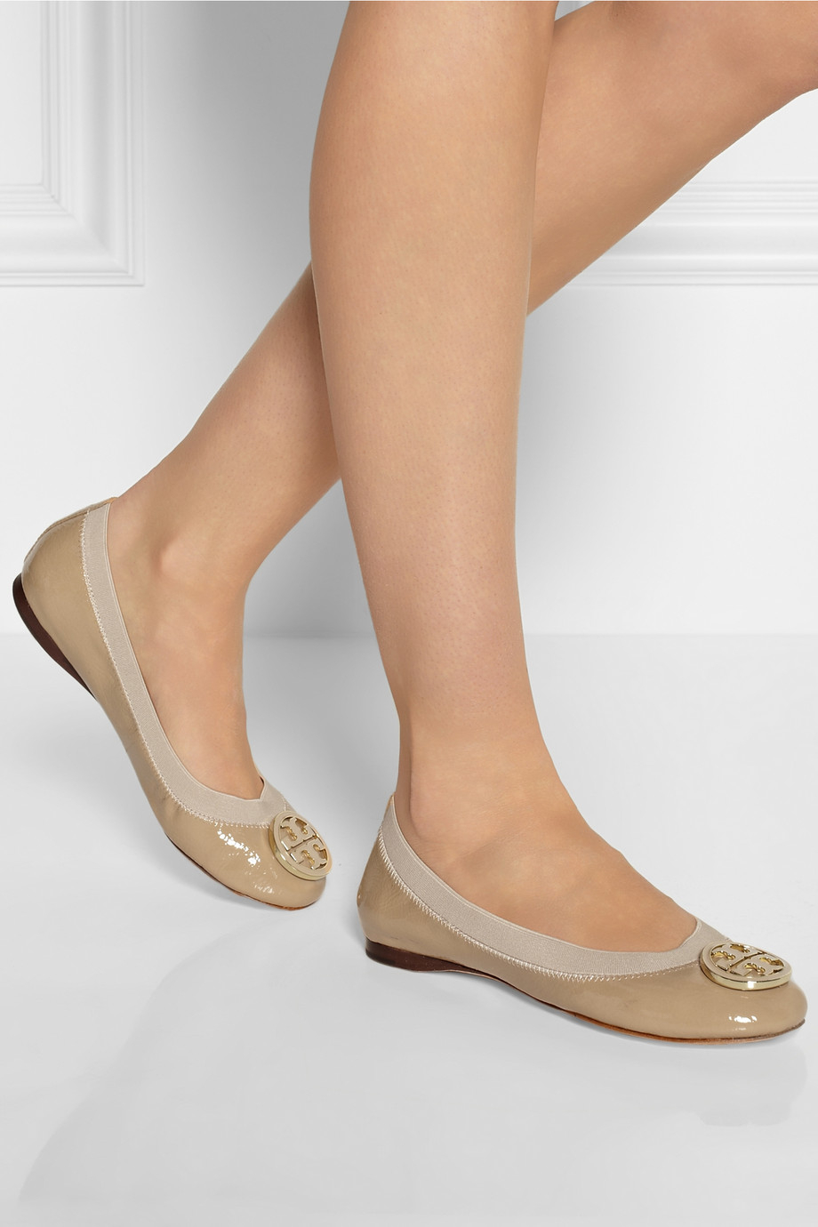 4c9adbc843a9 Tory Burch Caroline Patentleather Ballet Flats in Natural - Lyst
