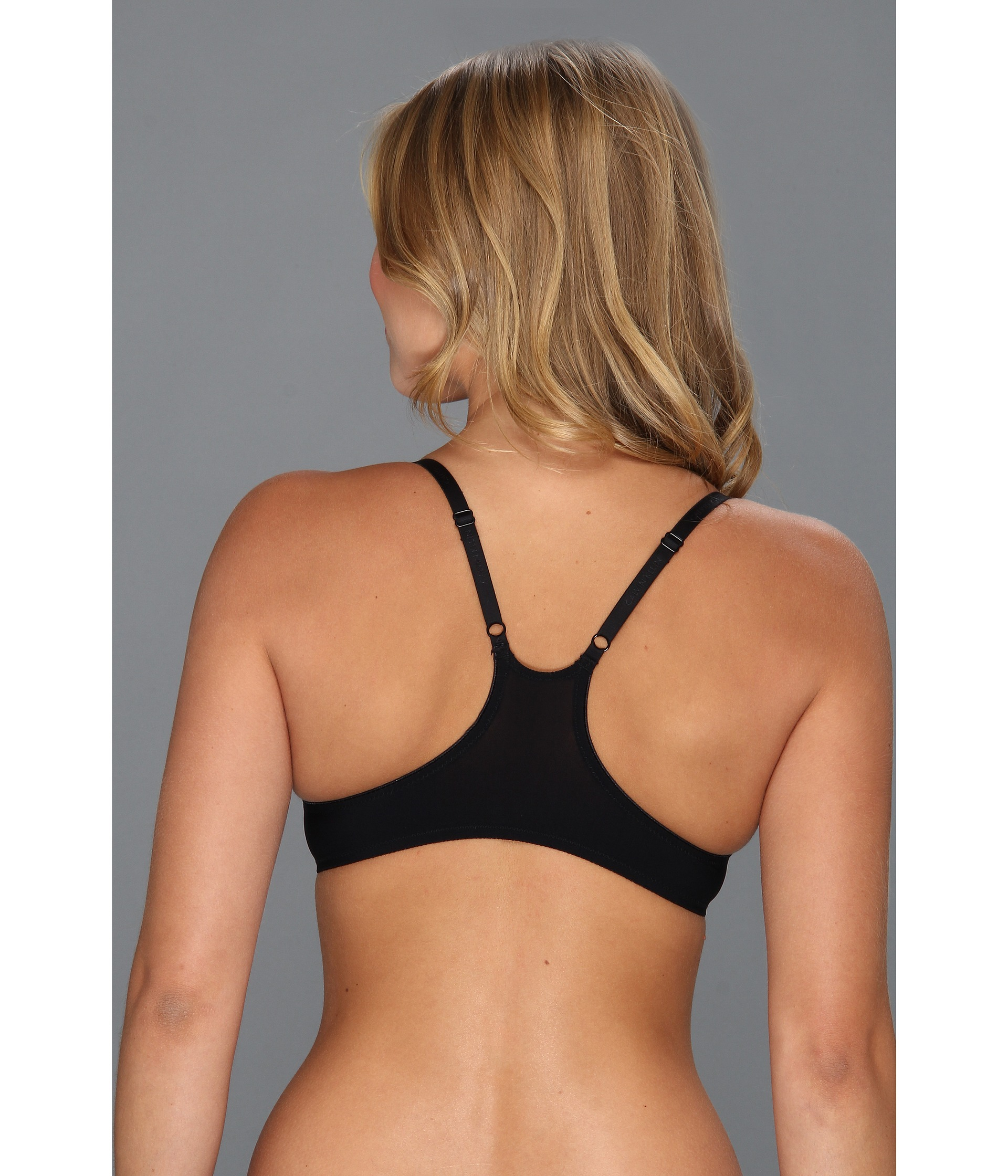 the racerback sports bra – medium support with sporty style This sports bra is a basic must-have for any active wardrobe. Intended to provide medium, everyday support it's perfect for gym workouts, yoga sessions and active weekends.