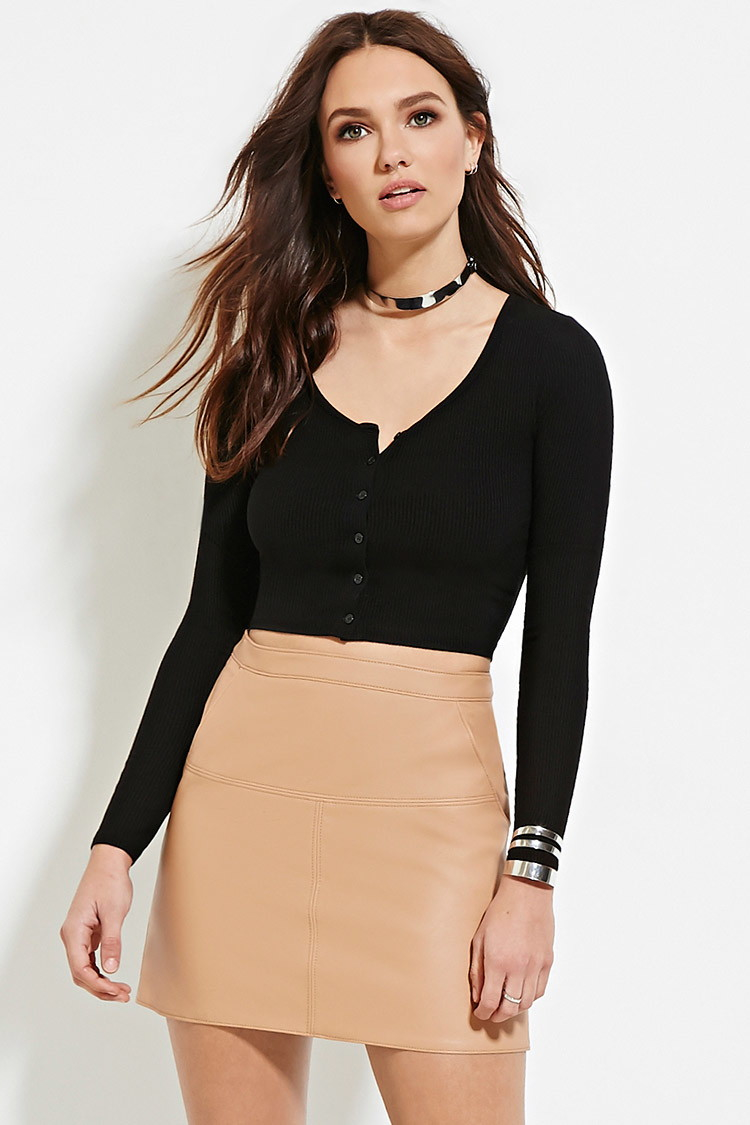 7b52074a32e51 Lyst - Forever 21 Ribbed Button-front Crop Top in Black