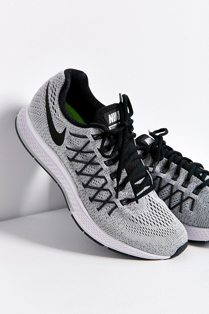 quite nice 17075 c76d5 Nike Air Zoom Pegasus 32 Sneaker in Gray - Lyst