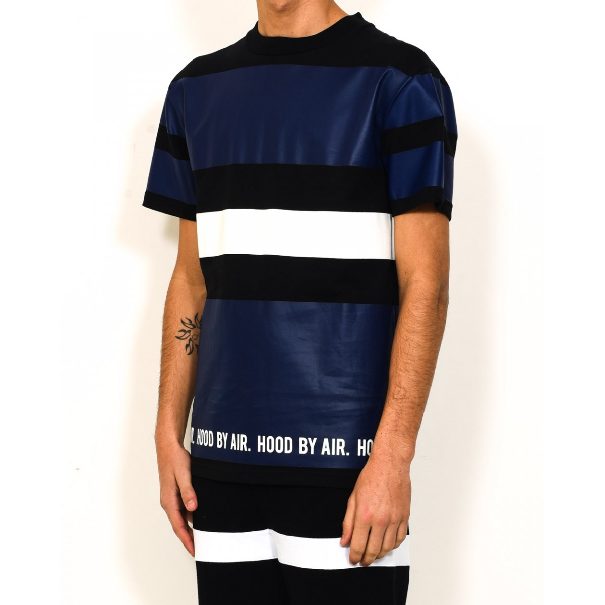 https://cdnb.lystit.com/photos/3f4a-2016/01/08/hood-by-air-t-shirt-multistripes-product-0-219474374-normal.jpeg Hood