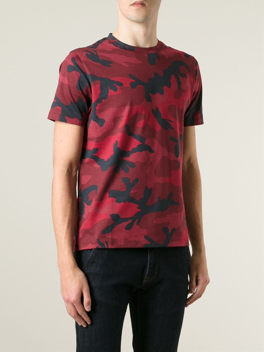 Valentino 39 rockstud 39 camouflage t shirt in red for men lyst for Red valentino t shirt