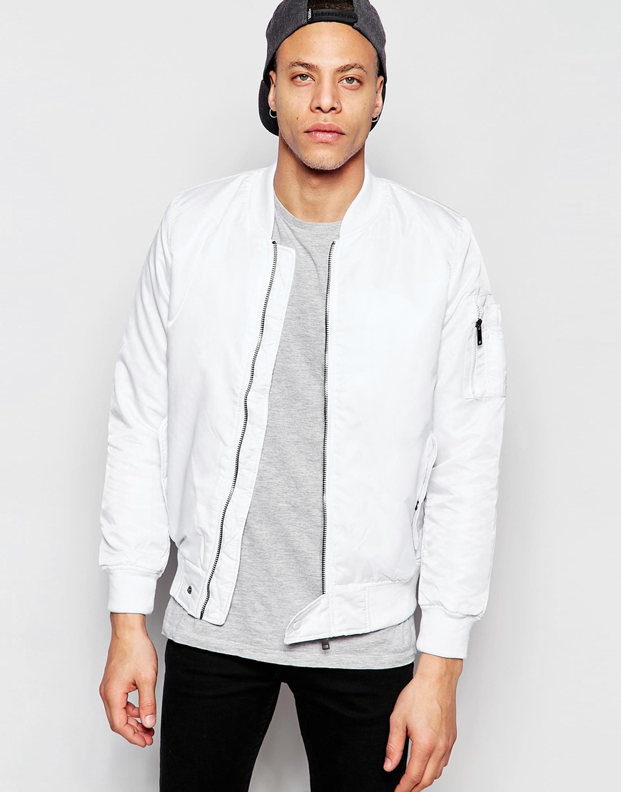 Shop the latest selection of Men's Jackets at Foot Locker. Find the hottest sneaker drops from brands like Jordan, Nike, Under Armour, New Balance, and a bunch more. Free shipping on select products.