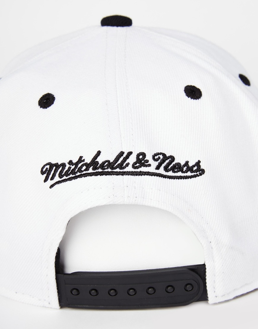 1854b5e186f Lyst - Mitchell   Ness Miami Heat Forces Snapback Cap in White for Men