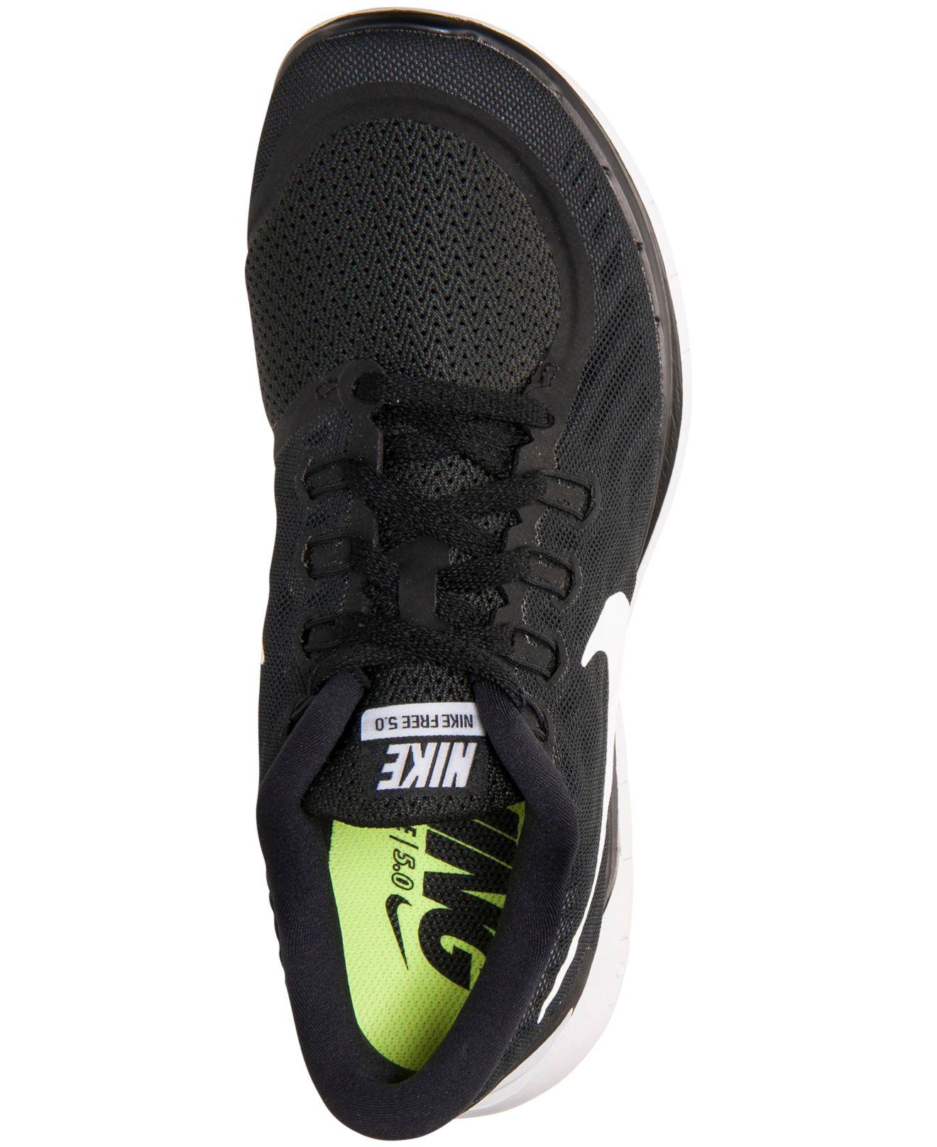 lyst nike women's free running scarpe dal traguardo in nero