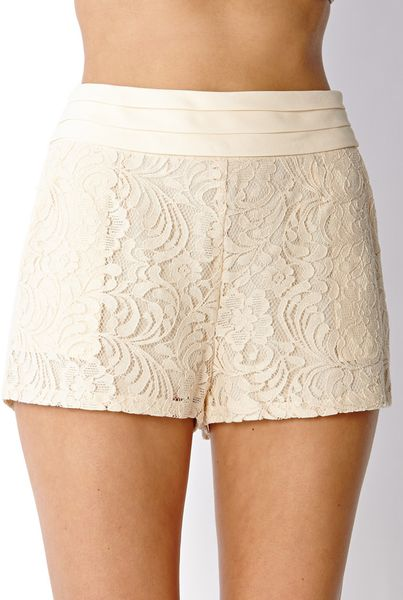 How to Match Shorts Forever be Chic