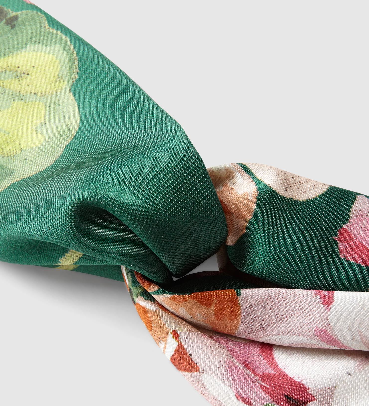 030acbe9bf3 Lyst - Gucci Blooms Print Silk Headband in Green