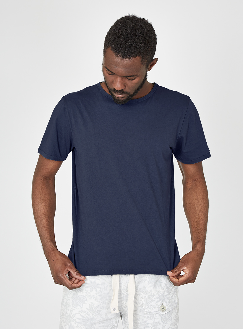 May 13, · How to Cut a T Shirt Into a V Neck. V-necked collars are very flattering on most people. They draw the eye toward the face and elongate the body. You can turn any crew-necked t-shirt into a v-neck using a seam ripper, fabric scissors, pins 86%(45).