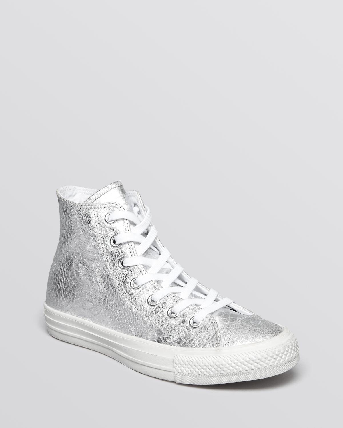 4739e253c75 Gallery. Previously sold at  Bloomingdale s · Women s Converse Chuck ...