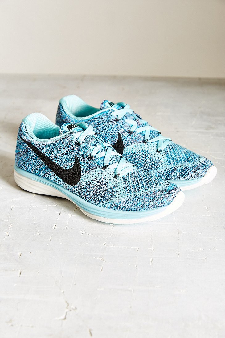 6c5408d648fb Gallery. Previously sold at  Urban Outfitters · Women s Nike Flyknit ...