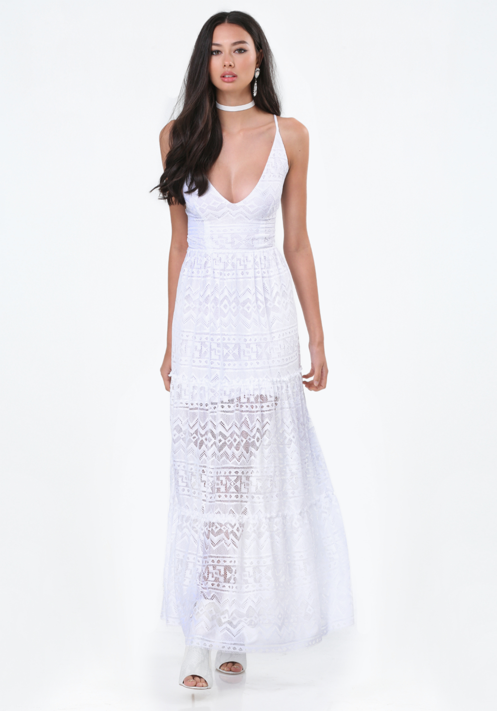 Conversely, a blue maxi dress, red maxi dress, or yellow maxi dress can be worn beautifully with golds, silvers, and other neutral-toned pieces. Wear one of these colors on a lace maxi dress for a soft, gentle, and subtle look.
