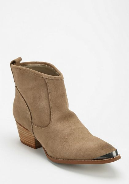 outfitters western ankle boot in brown light brown