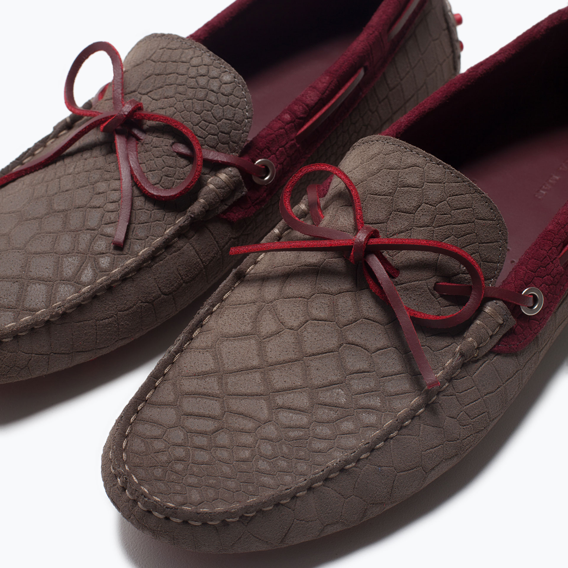 Mock Croc Leather Driving Shoes With Contrasting Color