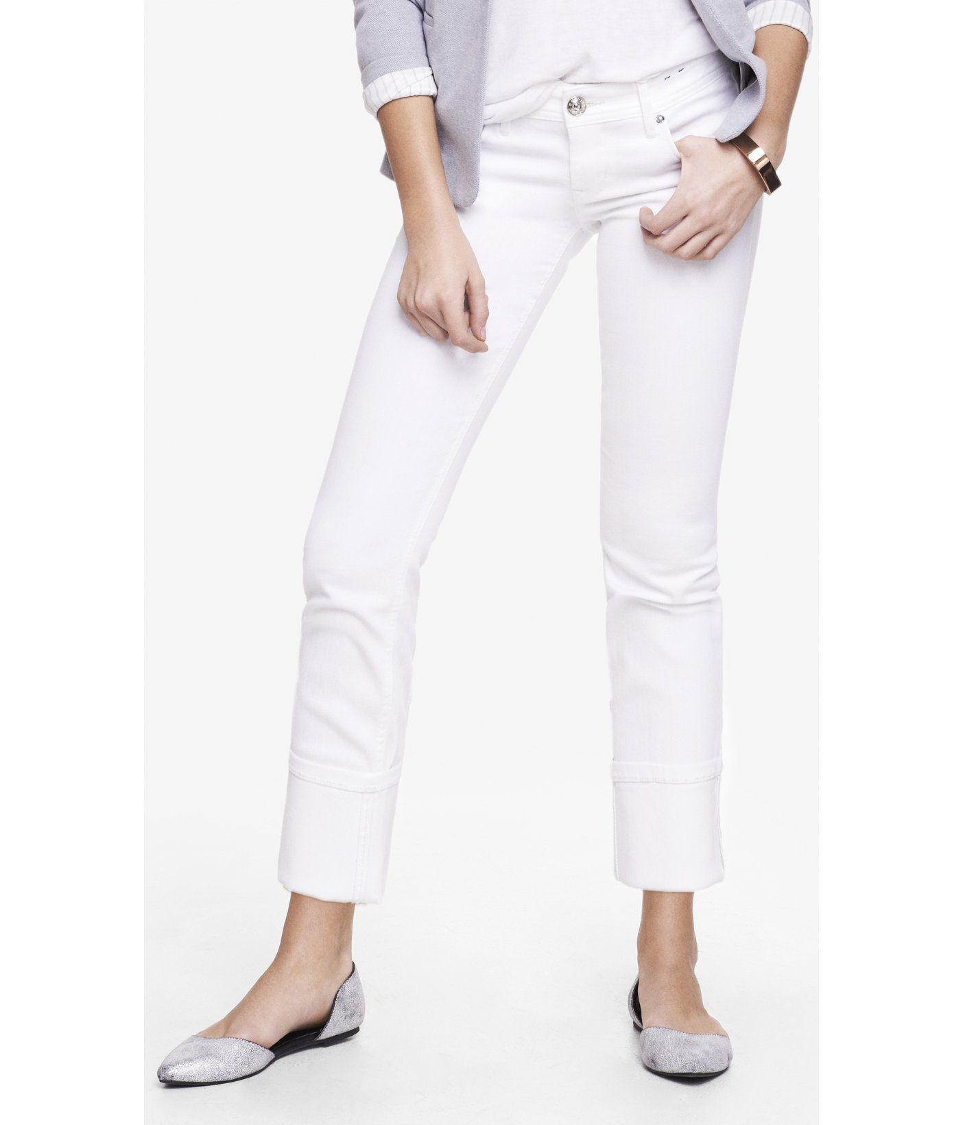 Straight leg or skinny jeans in a dark wash or black will slim your hips and thighs. Wear an eye catching top or statement jewelry to draw the eye to your upper body. Women with slender hips can create the illusion of wider hips with bootcut and flare leg jeans in a light wash.