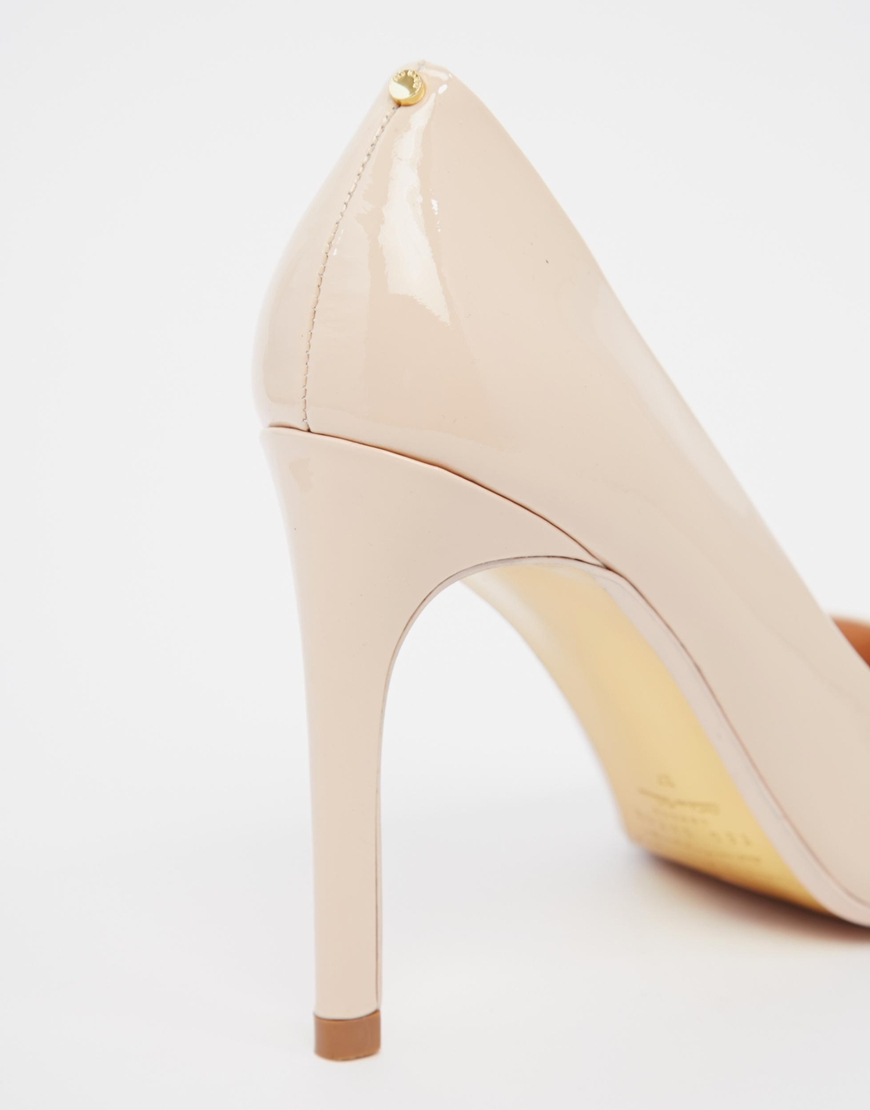 967ea1d59e Ted Baker Neevo 4 Nude Patent Heeled Pumps in Natural - Lyst