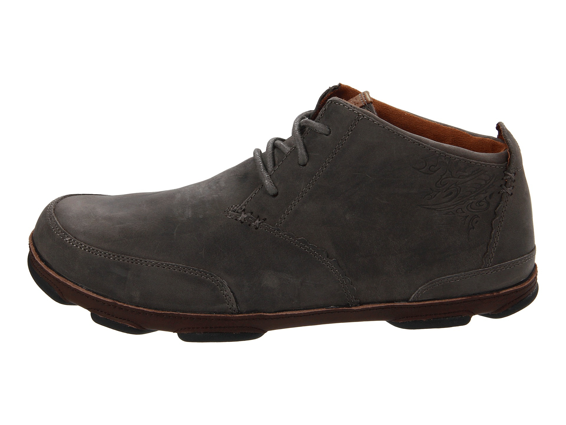 kamuela men Wide ankle opening and roomy toe box, embossed polynesian moko art detail and embossed leather tab detail outsole all-weather rubber outsole with full-grain leather foxing and non-marking rubber traction pods.