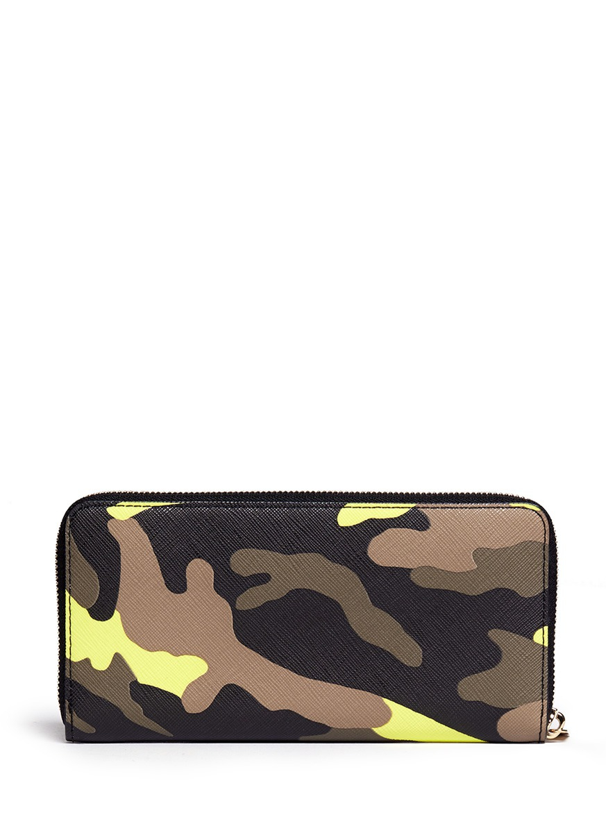 lyst michael kors 39 jet set travel 39 camouflage zip around. Black Bedroom Furniture Sets. Home Design Ideas