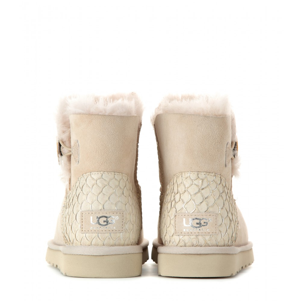 Ugg Boot Sale. At Jumbo Ugg Boots we are passionate about ensuring that our durable and comfortable ugg boots and sheepskin footwear are available to as many men, women, and children as possible.