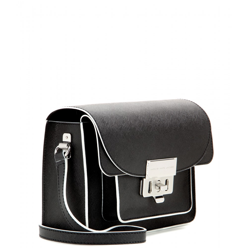 1260fbf9d Marc By Marc Jacobs Lip Lock Xbody Leather Shoulder Bag in Black - Lyst