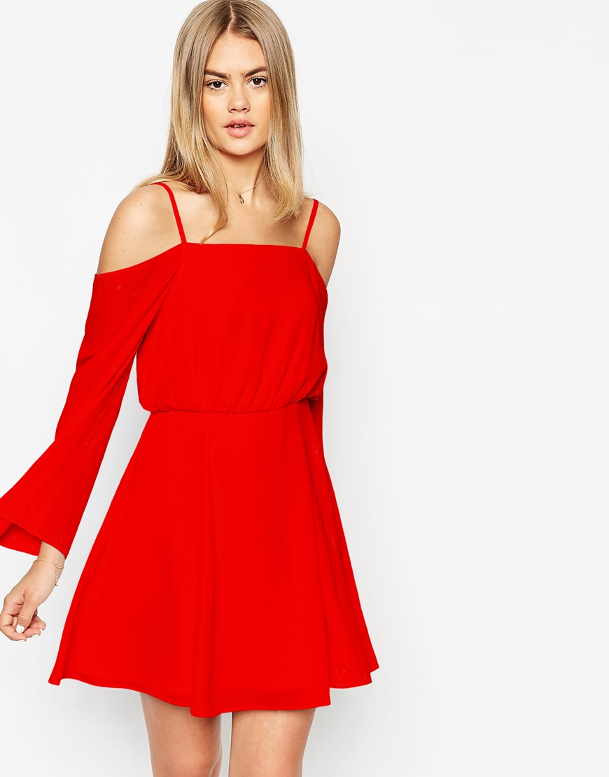 One Shoulder Dress. When glamour is the name of the game and is the only look that will suffice, it is absolutely time to take a serious look at adding a one shoulder dress to your wardrobe.