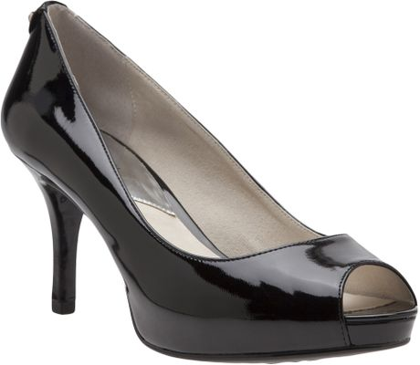 Do Michael Kors Shoes Fit Large Or Small