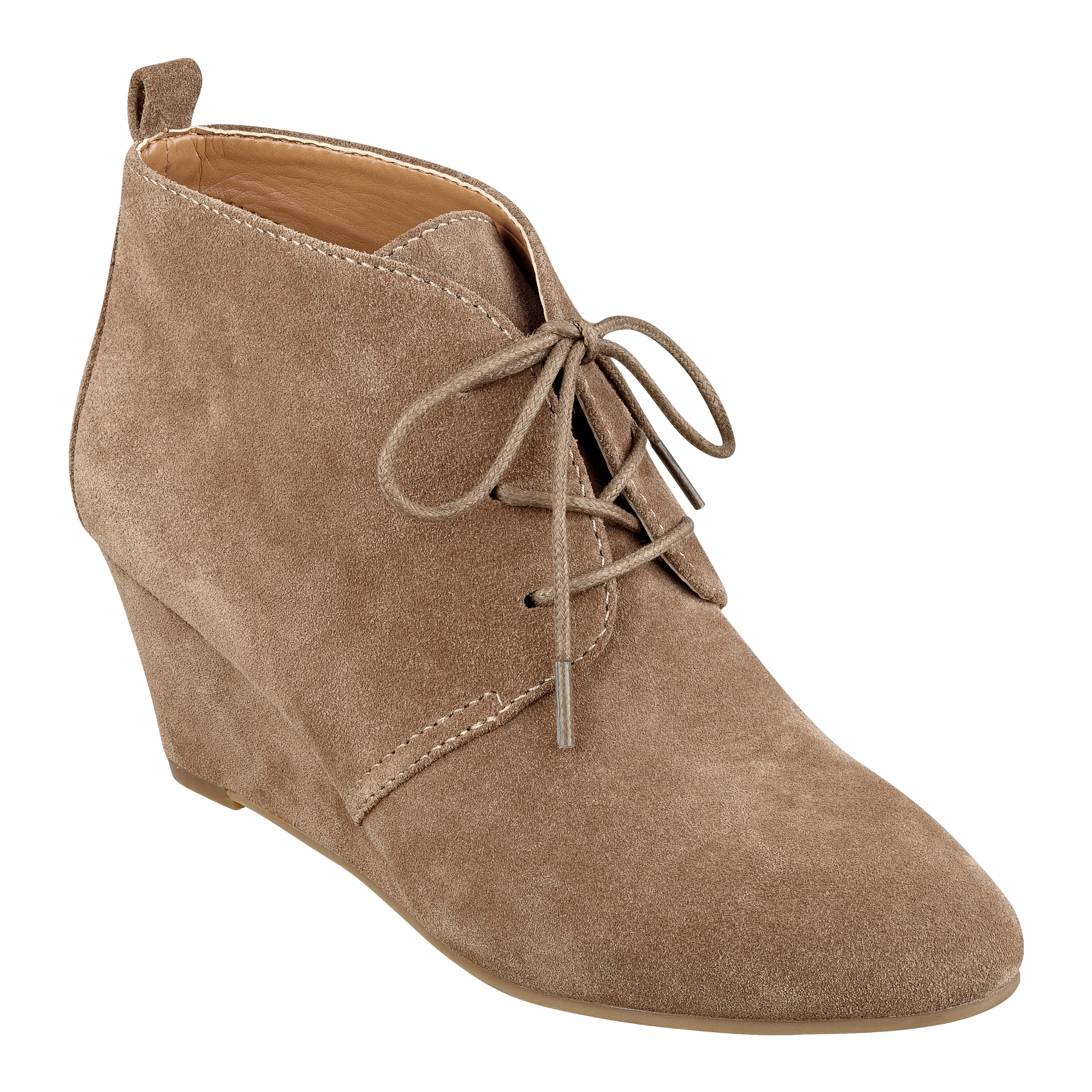 Nine West Shoes Browse fabulous footwear from the Nine West women's shoes collection available at Belk. From dress shoes like heels and strappy sandals to casual Nine West flats and loafers, there's a shoe that fits every occasion.