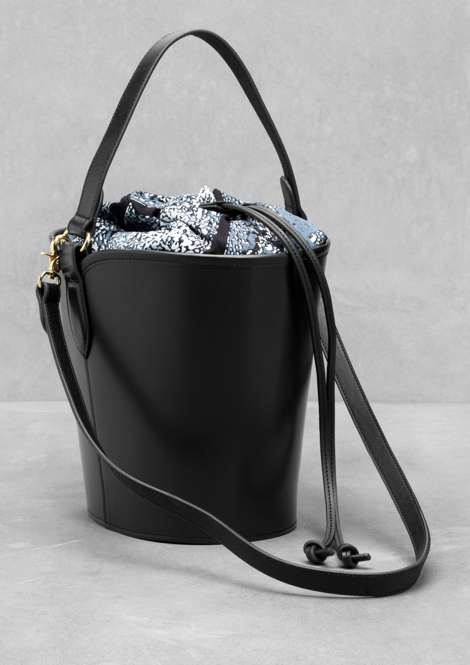 The History of Bags and Purses – A.D.: Hanging Bags and Purses. From the earliest stages of civilization, bags and purses were practical everyday articles used by men as well as women.
